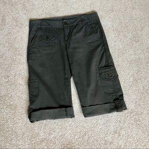 DKNY Cuffed Bermuda Cargo Shorts Size 6